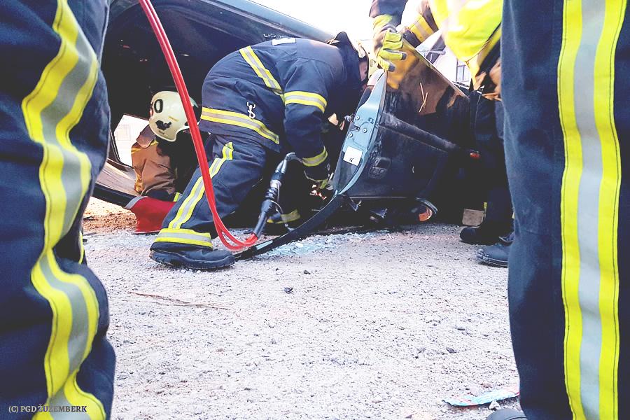Gasilska vaja - reševanje ponesrečenca v prometni nesreči